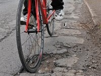Cycling_and_pothole_200